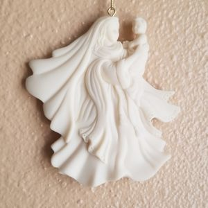 MOTHER & CHILD ORNAMENT